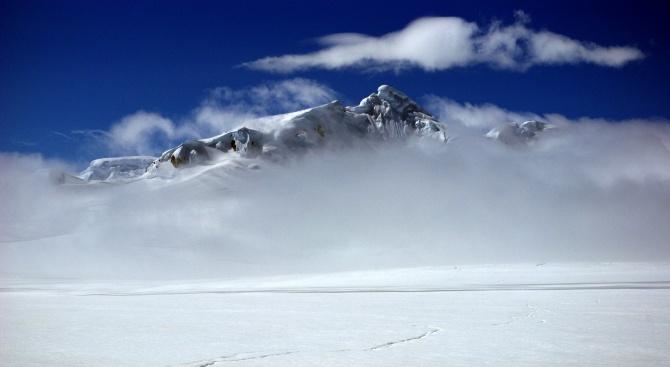 Ледникът Перуника се плъзна с 5 метра