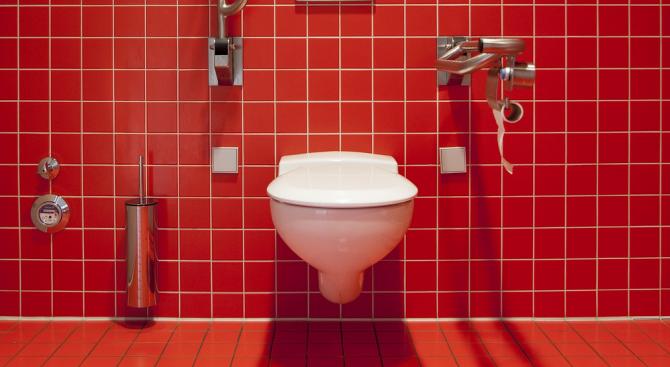 В Лондон искат наем от 1625 паунда месечно, за да спите с тоалетна чиния до главата