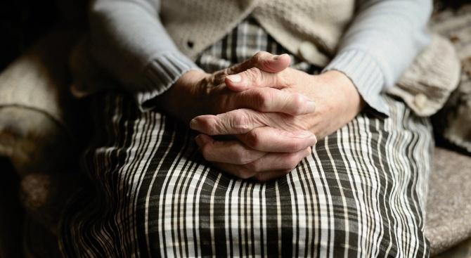 До месец приемат Национална програма за осигуряване на грижи в домашна среда