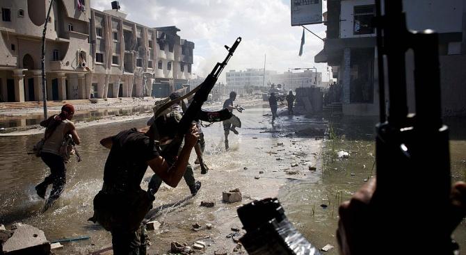 ООН: Враждуващите страни в Либия използват мигранти като бойци