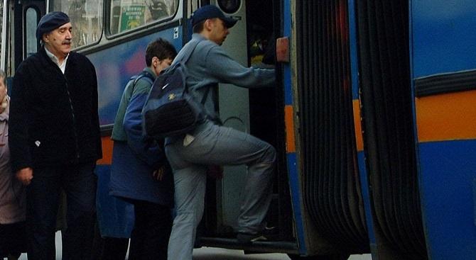 Пациенти и лекари с петиция за автобусна спирка до една от болниците в София