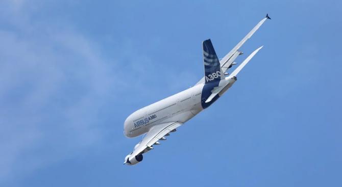 Еърбъс А380 кацна извънредно на летище Истанбул