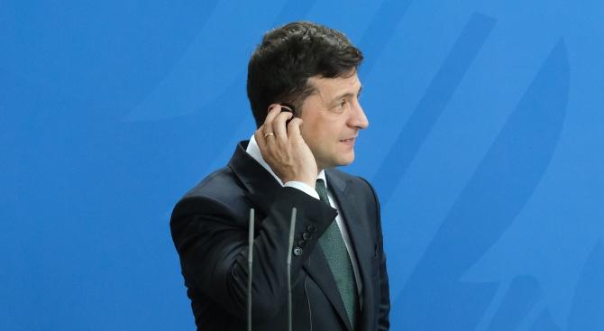 Киев търси чужд премиер по телефона