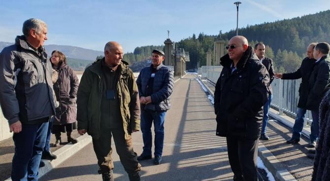 """Ревизоро инспектира ТЕЦ """"Бобов дол"""" и обяви: Предстоят още претърсвания и изземвания"""