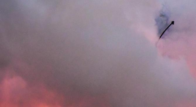 Спряха движението край Кресна заради пожар в близост