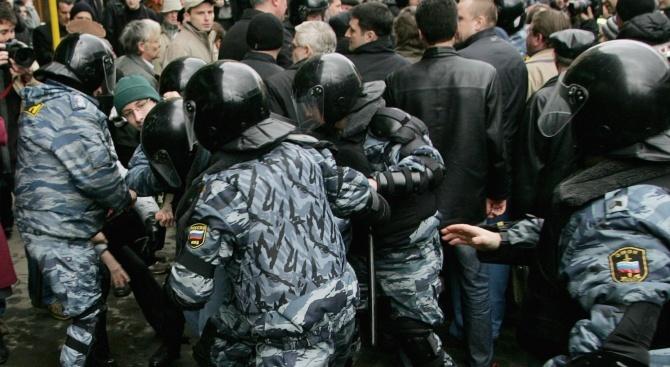 Осем арестувани по време на шествие на правозащитници в Москва