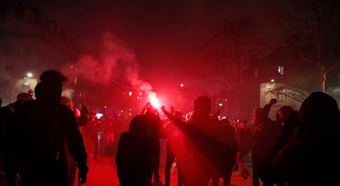 Хиляди на демонстрация в Париж срещу либерализирането на процедурите за асистирана репродукция