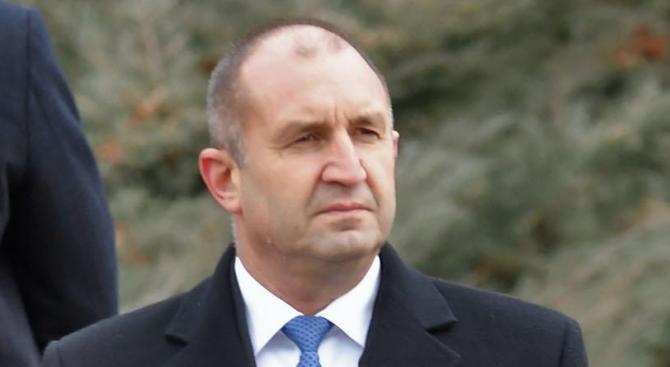 """Радев ще участва в тържественото откриване на Висшето военновъздушно училище """"Георги Бенковски"""""""