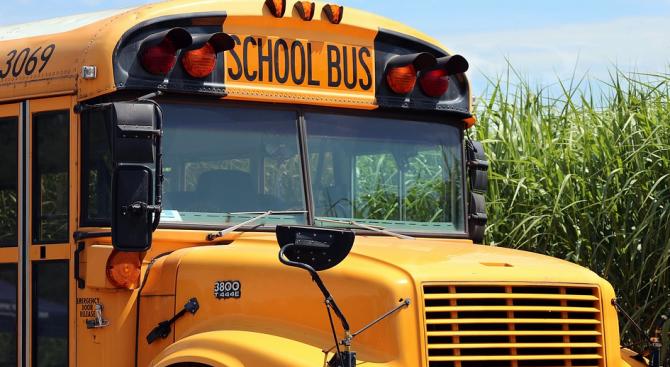 Два нови автобуса за учениците от пазарджишките села