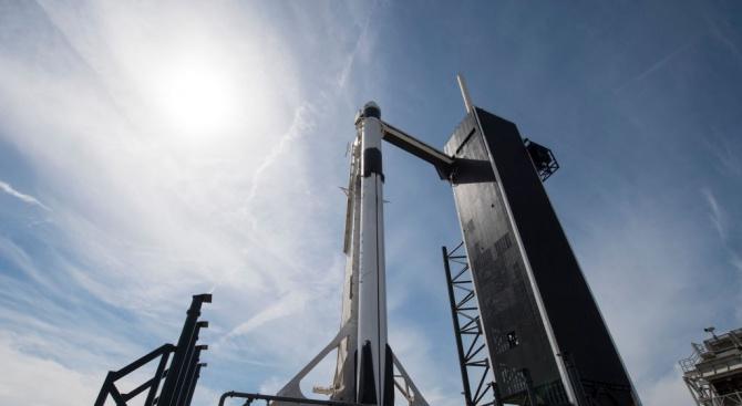 """НАСА и """"Спейс Екс"""" обявиха изпитанията на спасителната система за астронавти за много успешни"""