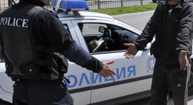 Семеен скандал завърши с бой на полицай
