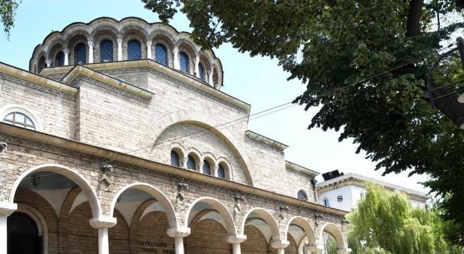 """Ремонтът на площад """"Света Неделя"""" притеснява църквата"""