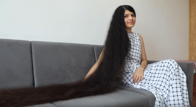 Момиче от Индия запази рекорда си за най-дълга коса - 190 см