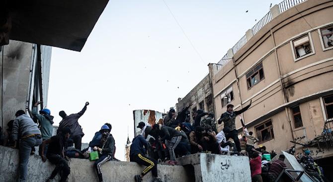 Четири жертви взеха сблъсъците в антиправителствените протести в Ирак