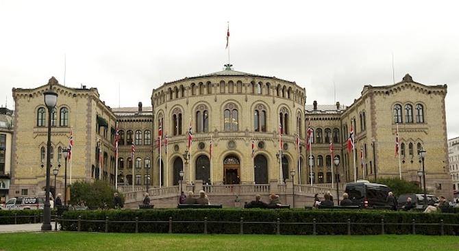 Репатрирането на заподозряна терористка от Сирия накара десните да напуснат норвежкото правителство