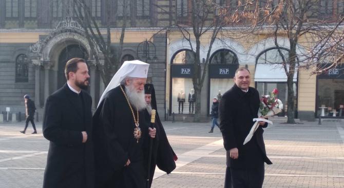 "Патриарх Неофит отиде пеша до  храм ""Св. Неделя"""