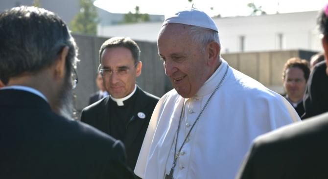 Папата призова делегатите в Давос приоритет да бъдат хората, а не печалбата