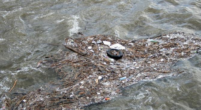 Нерегламентирана точка на заустване на отпадъчни води е констатирано при