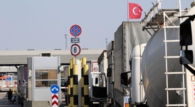 Интензивен е трафикът на камиони на границата ни с Турция