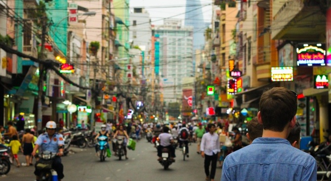 Избягал затворник изпрати пощенска картичка от Тайланд на надзирателите си