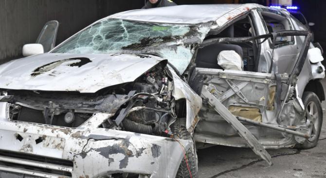 Пиян шофьор потроши колата си