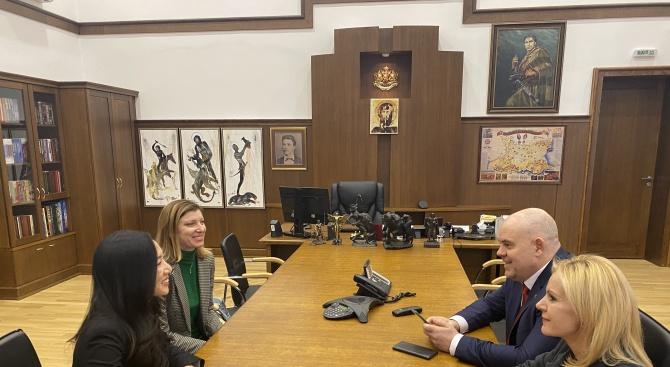 Иван Гешев се срещна юридическия съветник към посолството на САЩ в България