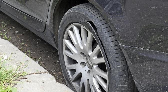 47-годишен сряза гумата на служебен общински автомобил