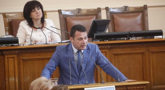 Иван Ченчев: Правителството работи на парче и постоянно гаси пожари - това не е нормално управление