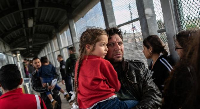 Мексико задържа 800 мигранти от Централна Америка