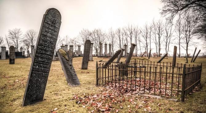 Шотландец с изненада откри своя гроб в местното гробище