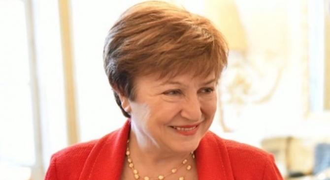 """Георгиева предупреди за """"изкушенията на евтините пари"""""""