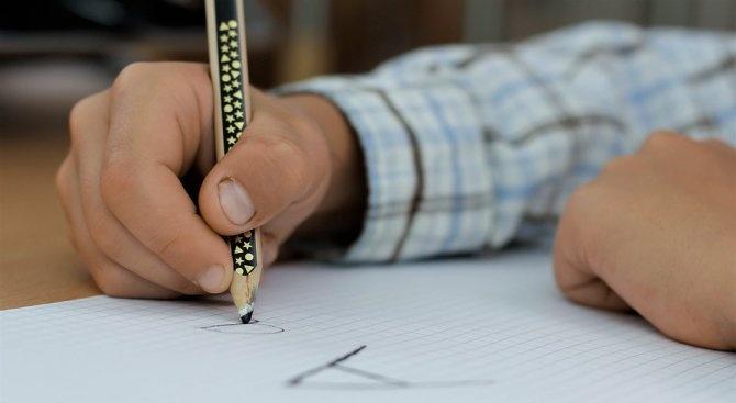 """Начални учители искат отпадане на """"малките матури"""" за четвъртокласници"""