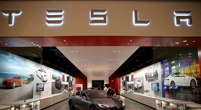 """""""Тесла"""" стана вторият най-високо оценен автомобилен производител в света"""