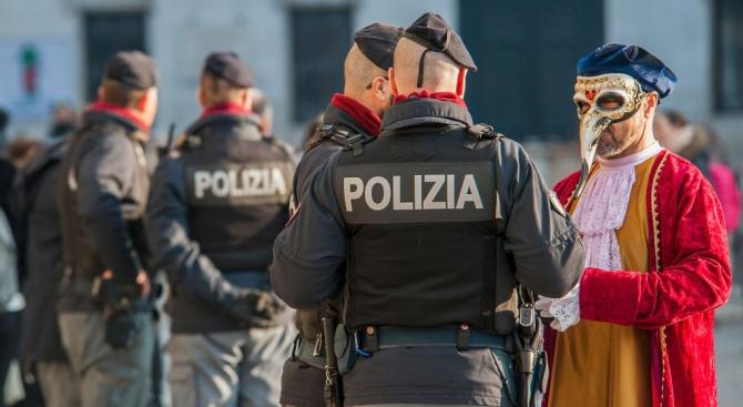 Евакуират хиляди във Венеция