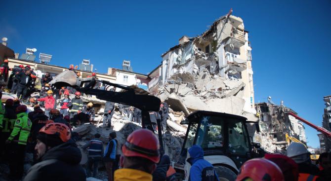 Расте броят на жертвите на силното земетресение в Турция