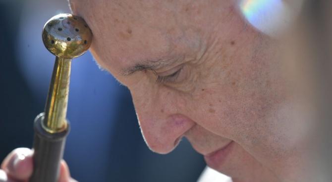 Папата с молитви срещу  коронавируса