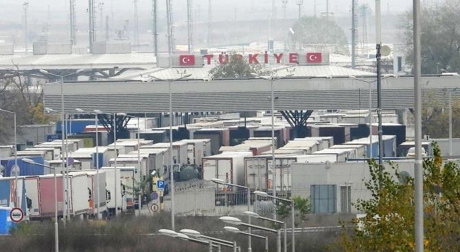Трафикът на границата с Турция е силно интензивен