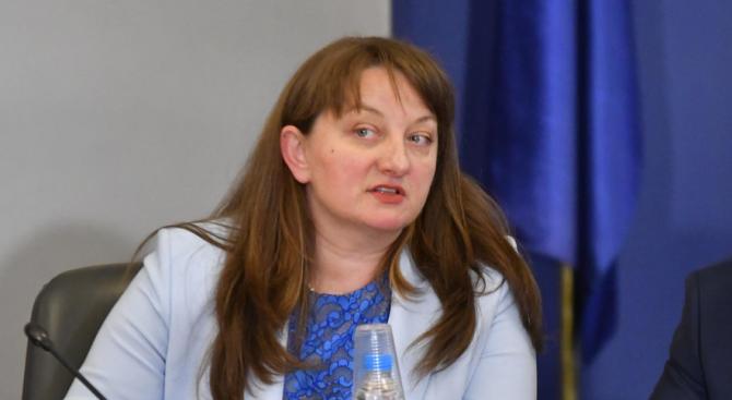 Деница Сачева разкри какво ще предприеме държавата, за да се справи с липсата на лични асистенти