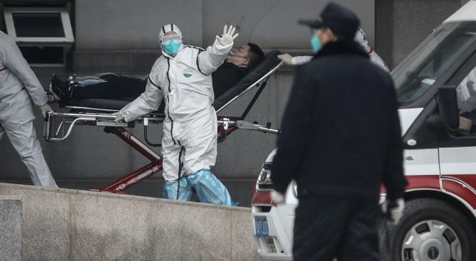 Протестиращи в Хонконг нападнаха сграда за настаняване на носители на новия коронавирус