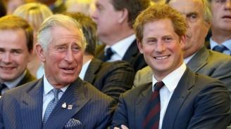 Принц Чарлз ще покрива разходите на сина си принц Хари и семейството му за година