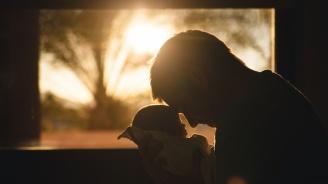 Съветват родителите на отнетото бебе да не говорят пред медиите