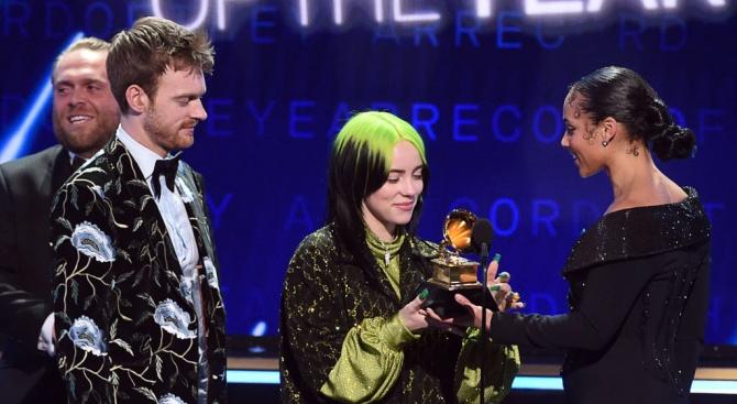 """Раздават наградите """"Грами"""""""