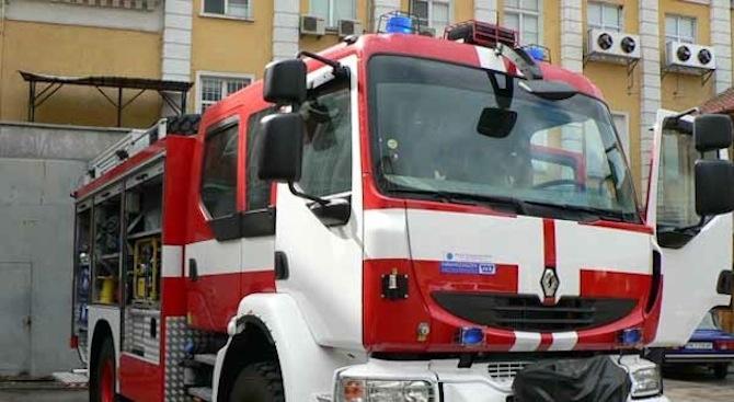 Двуетажна сграда горя в Бургас