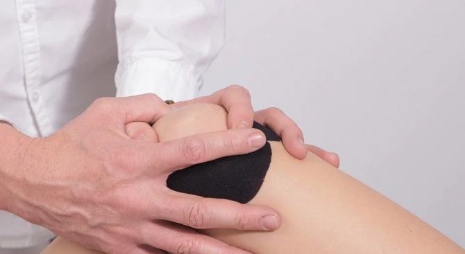 Какви са причините за болки в коляно или рамо?