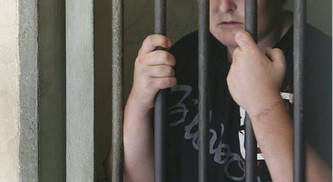 Затвор за арестанта, избягал от районното управление на Разград