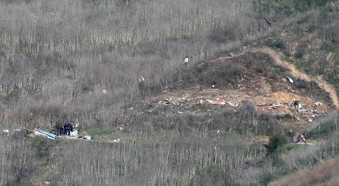 Три тела бяха намерени на мястото на катастрофата с хеликоптер, в която загина Коби Брайънт