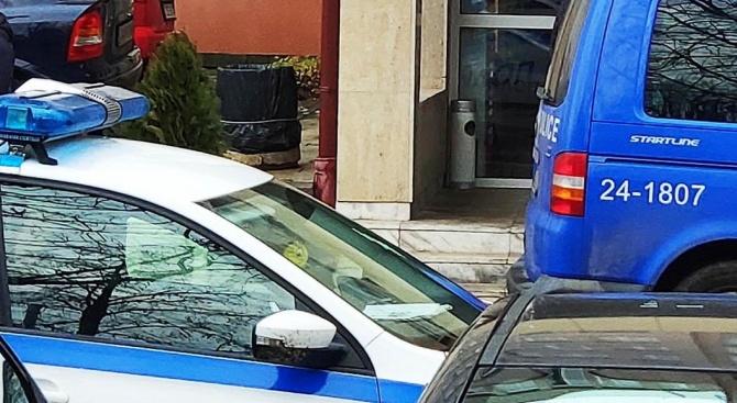 """Откриха оръжия в дома на мъжа, който се самоуби в ДАНС с писалка тип """"оса"""""""