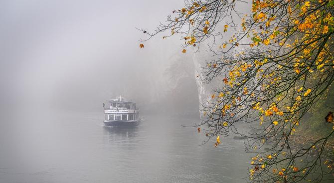 Два кораба заседнаха в Дунав за ден