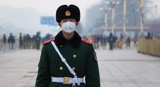 Броят на заразените в Китай с коронавируса, предизвикващ пневмония, е