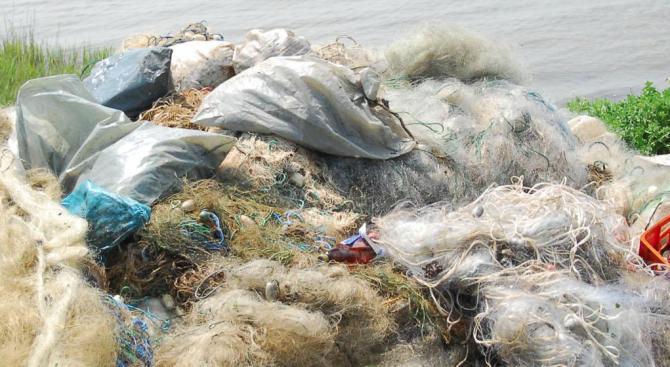 """Иззеха 300 метра бракониерски мрежи от езерото """"Сребърна"""""""